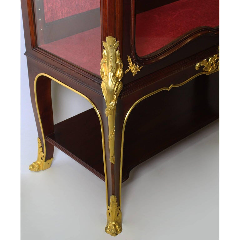 French, 19th-20th Century Louis XV Style Gilt Bronze-Mounted Vitrine by Haentges For Sale 3