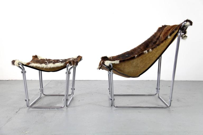 Lounge chair with ottoman by Kwok Hoi Chan produced by Steiner, Paris. Extravagant design made of tubular steel, covered with a beautiful hide. Excellent state of use.