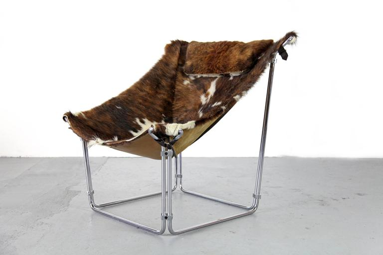 Cowhide Lounge Chair with Ottoman by Kwok Hoi Chan Produced by Steiner, Paris For Sale 2