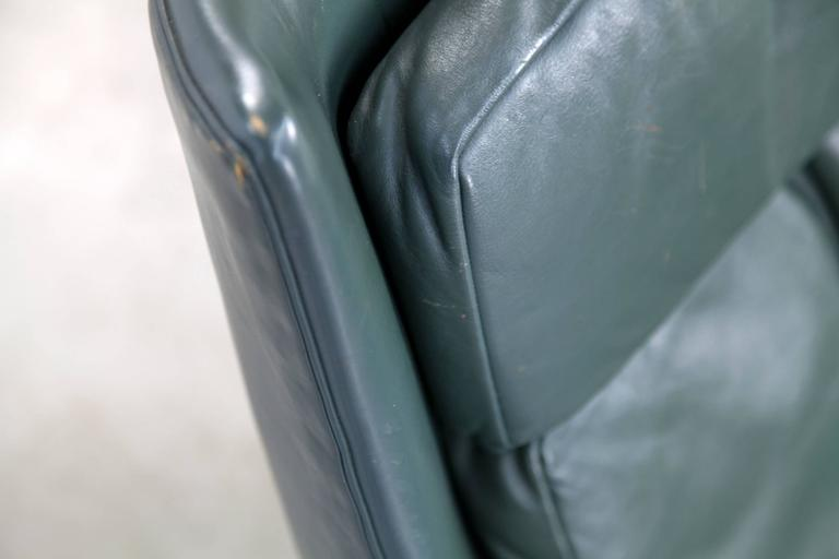 Two Danish Lounge Chairs Hans Olsen Attributed with Dark-Green Original Leather In Good Condition For Sale In Munster, DE