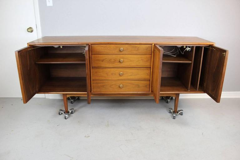 American Mid Century Modern Drexel Credenza With Internal Lighted Cabinets For