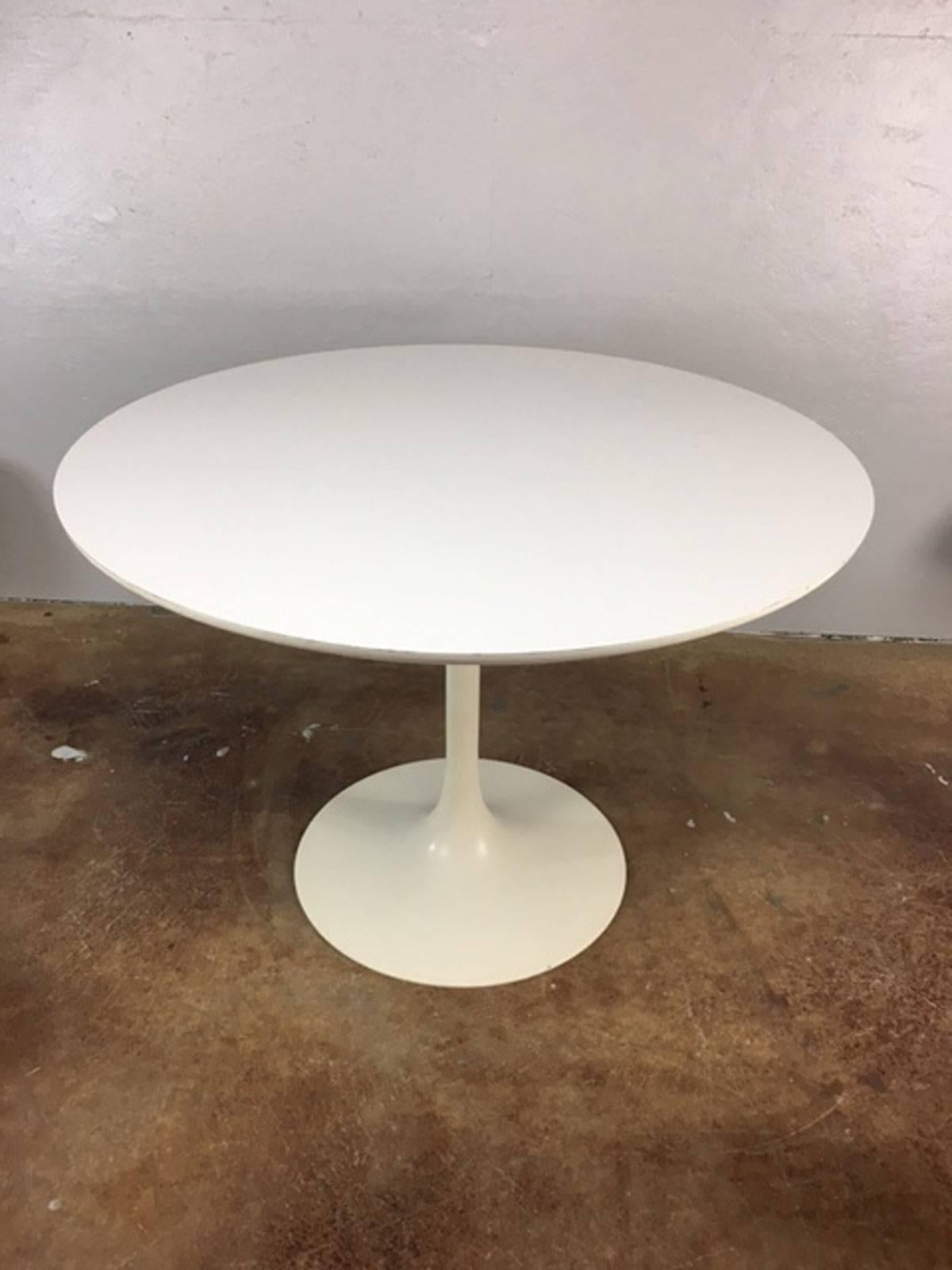 Beau Mid Century Modern Saarinen Style Tulip Table And Propeller Dining Chairs  By Burke For Sale