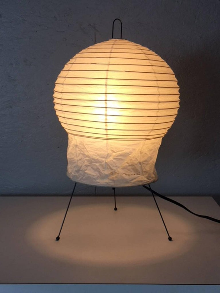Akari has a meaning of putting sunshine and moonlight into a room. Isama Noguchi created a series of these delicate and yet durable table lamps. This signed version is in excellent condition.