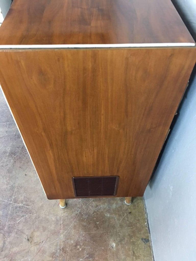 Koronette Stereo Cabinet with Built in Dry Bar In Excellent Condition For Sale In Phoenix, AZ