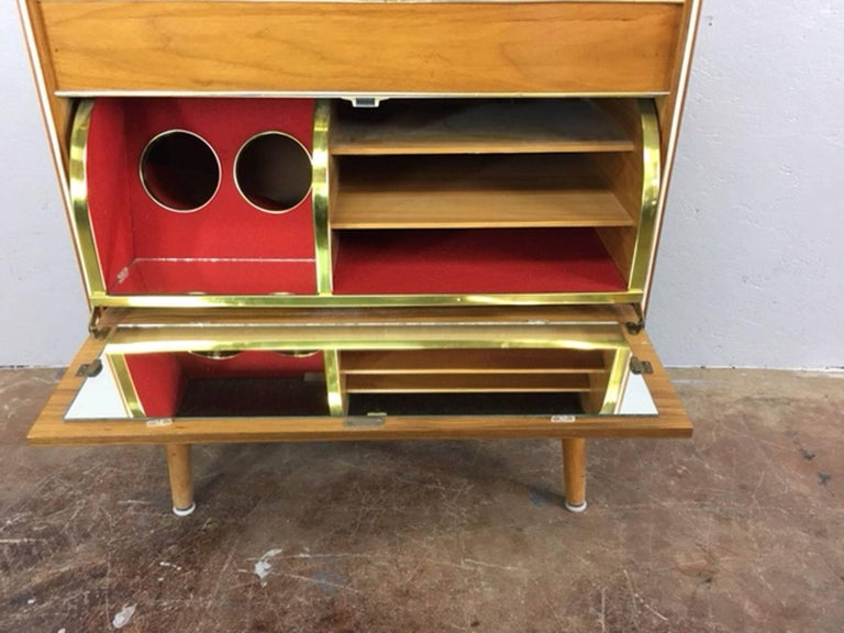 Unique stereo cabinet with built in dry bar by Koronette. Stereo and radio are in working condition, circa 1950s.