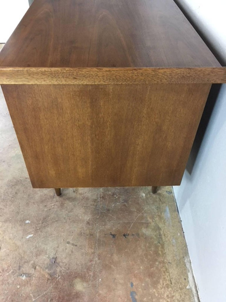 Mid-20th Century Broyhill Mid-Century Modern Desk in Walnut For Sale
