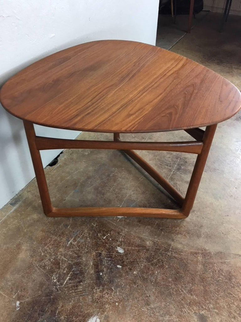 Peter Hvidt Folding Side Table in Teak In Excellent Condition For Sale In Phoenix, AZ