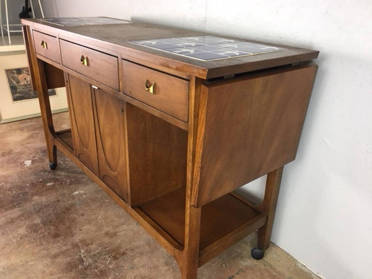 Broyhill Brasilia Bar Cart In Excellent Condition For Sale In Phoenix, AZ