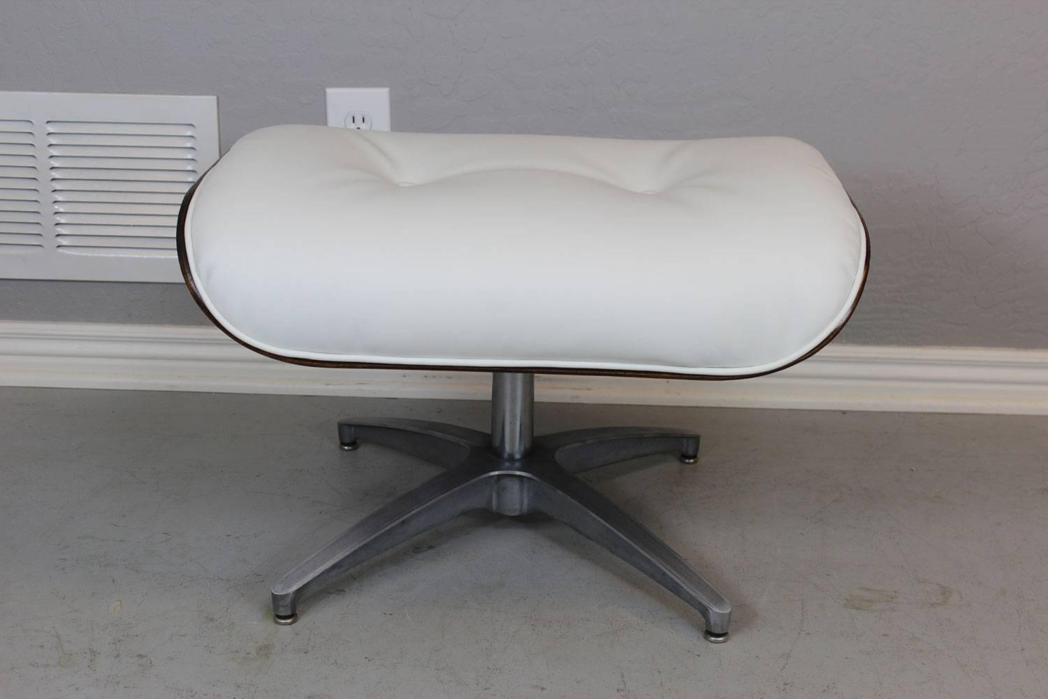 Eames style lounge chair and ottoman at 1stdibs for Dimension chaise eames