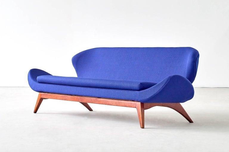Mid-Century Modern Exceptional Luigi Tiengo Sofa for Cimon Montréal, 1963 For Sale