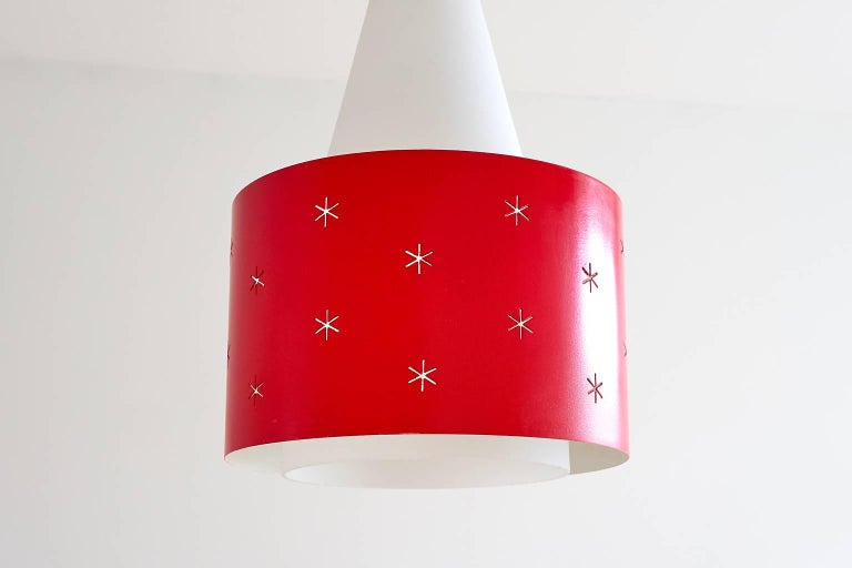 Frosted Paavo Tynell Red Pendant, Model K2-10, Idman Finland, 1955 For Sale
