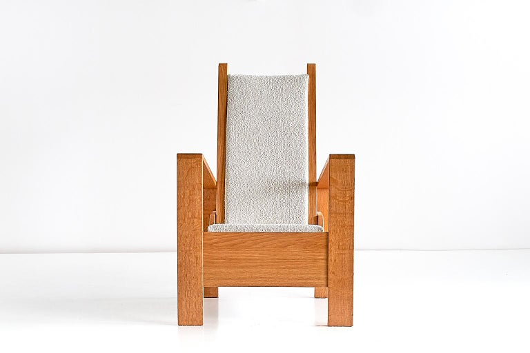 Mid-20th Century Modernist Armchair in Solid Oak and Ivory Lelièvre Fabric, France, 1940s For Sale