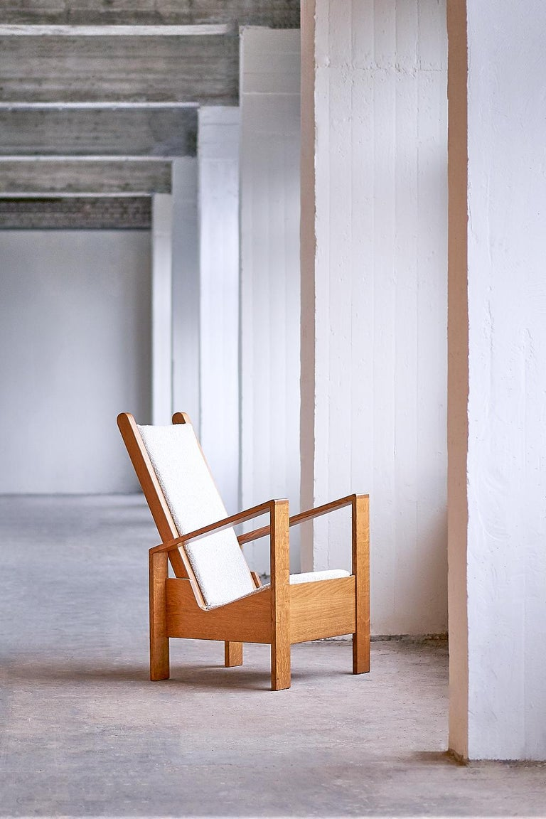 French Modernist Armchair in Solid Oak and Ivory Lelièvre Fabric, France, 1940s For Sale