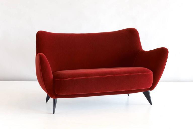 Giulia Veronesi Perla Sofa in Red Mohair Velvet, ISA Bergamo 1950s 2