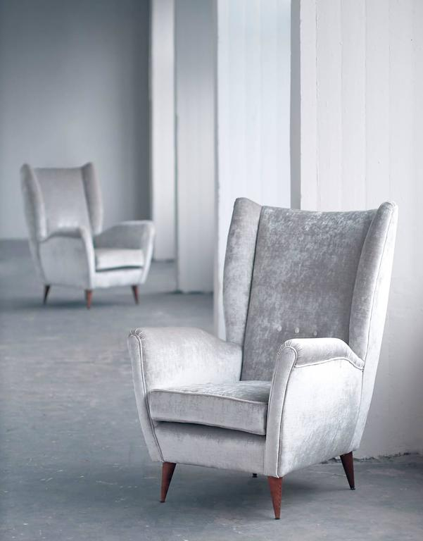 Gio Ponti Pair of High Back Armchairs in Silver Gray Velvet For Sale 2