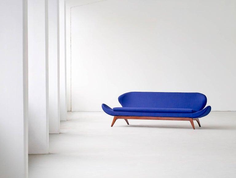 Exceptional Luigi Tiengo Sofa for Cimon Montréal, 1963 For Sale 2