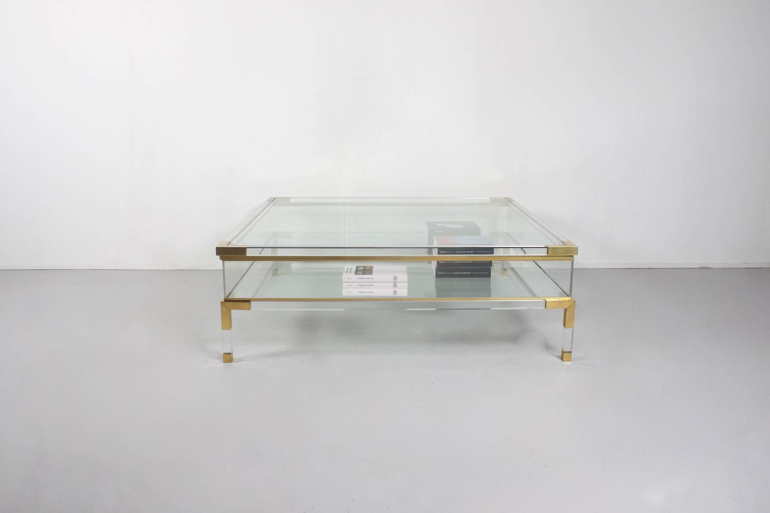 Large maison jansen lucite and brass vitrine coffee table for Table vitrine