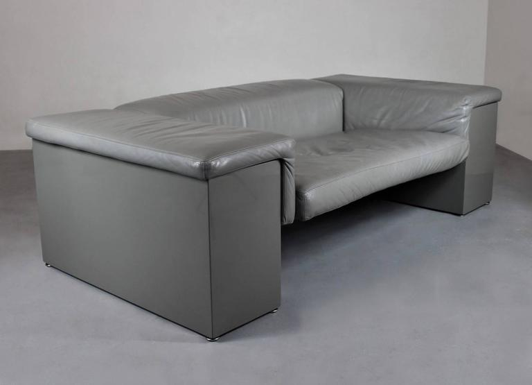 Grey leather two-seat sofa Brigadier, designed by Cini Boeri for Knoll in 1977. Perfectly worn grey leather, lacquered wood.