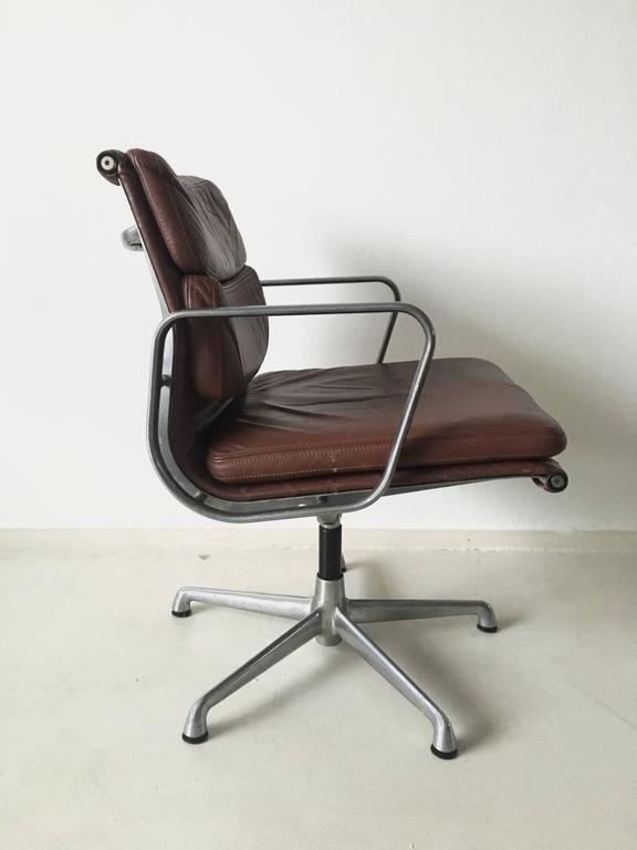 Charles eames soft pad chairs ea208 for icf italy 1960s for Kopie eames chair