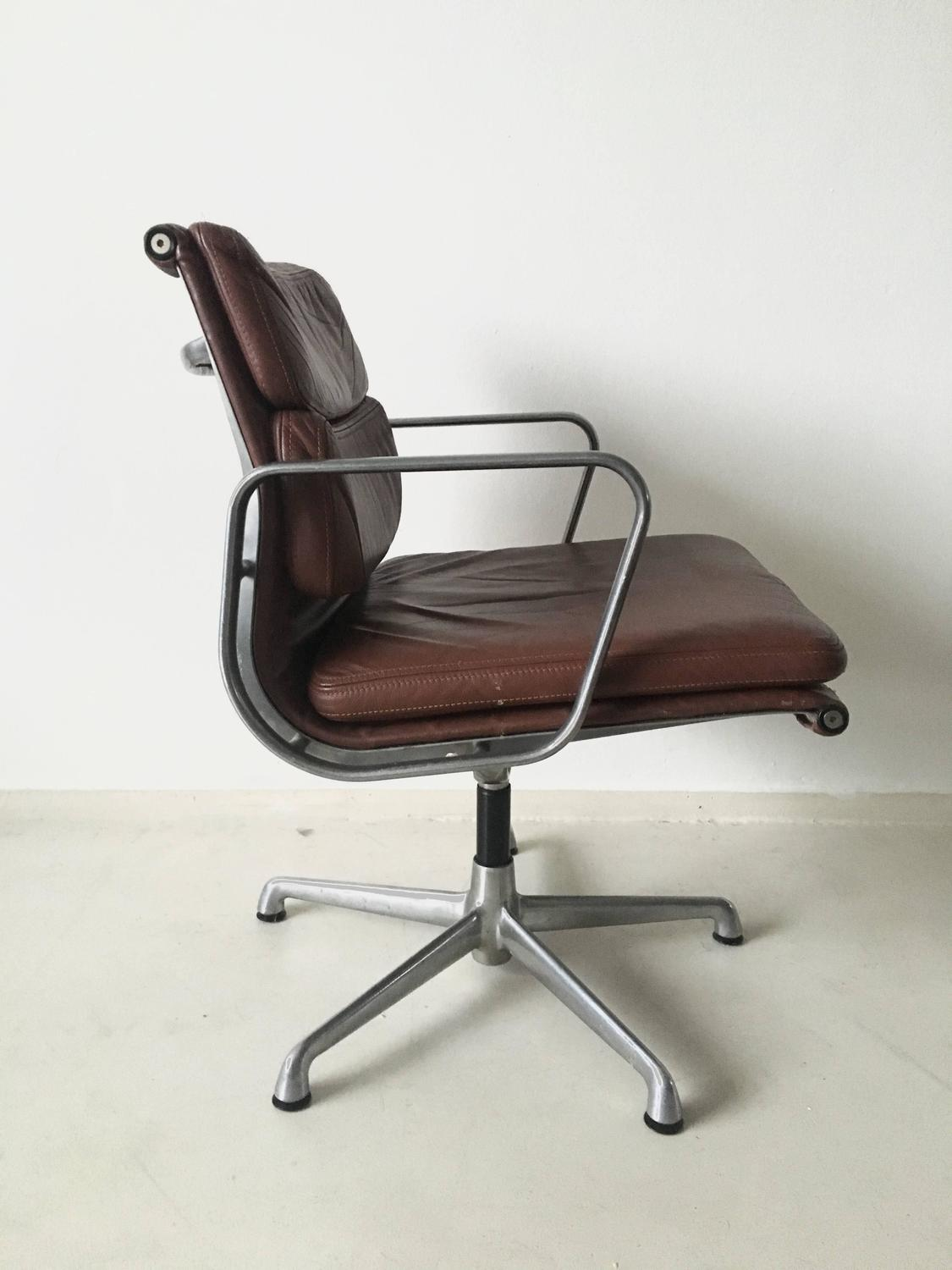 Charles eames soft pad chairs ea208 for icf italy 1960s for Charles eames kopie