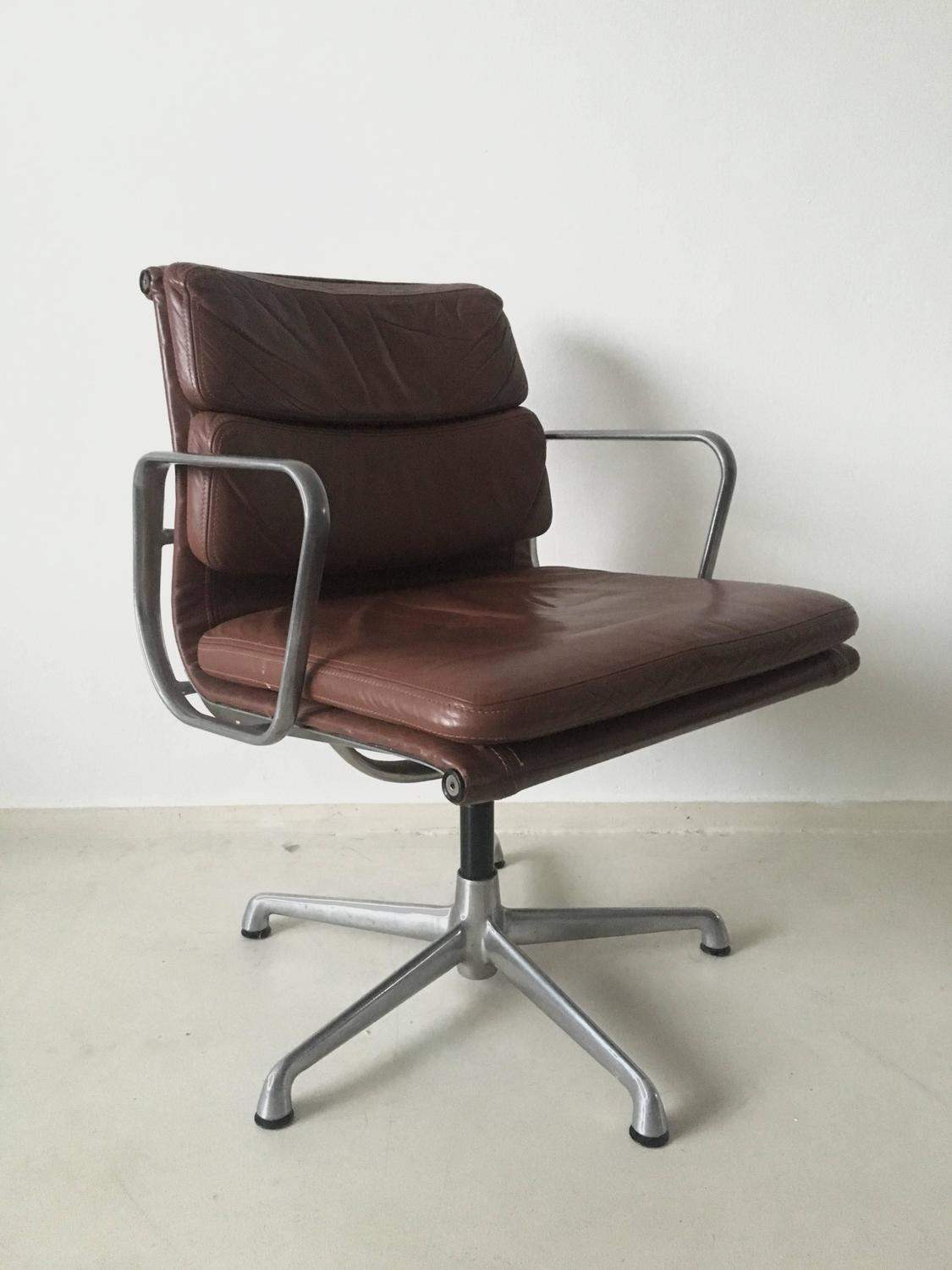 Charles eames soft pad chairs ea208 for icf italy 1960s for Eames chair kopie