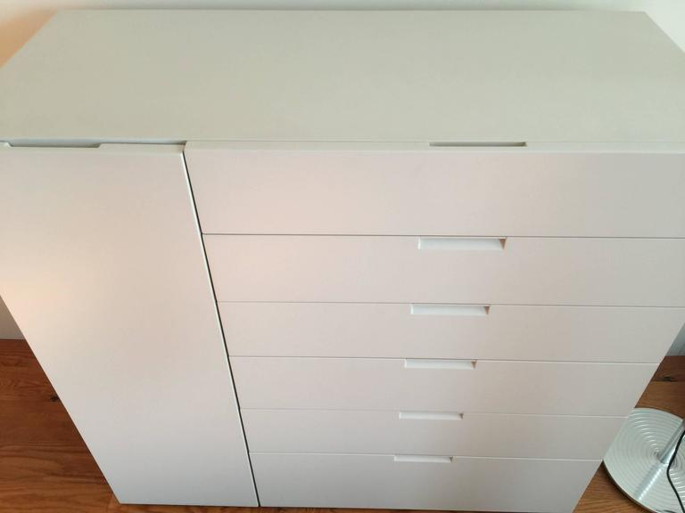 Italian Modern Sideboard Ivory Lacquer with drawers and side door For Sale 3