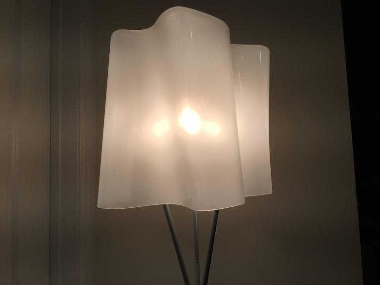 Artemide logico floor lamp handblown glass at 1stdibs for Halogen floor lamp stopped working