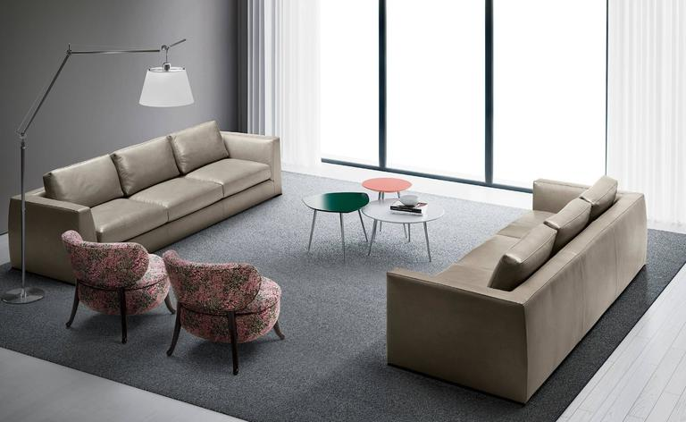 Italian Modern Lond Sofa, Made In Italy, Contemporary Design In Excellent  Condition For Sale