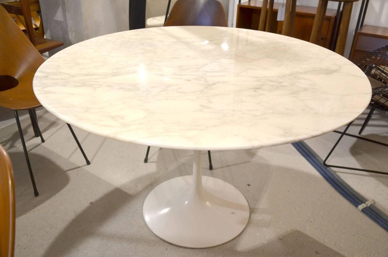 eero saarinen calacatta marble tulip table knoll edition for sale at 1stdibs. Black Bedroom Furniture Sets. Home Design Ideas