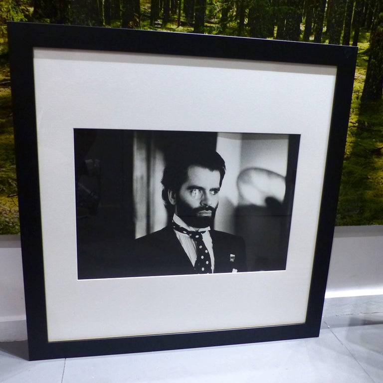 helmut newton framed poster karl lagerfeld paris 1975 for sale at 1stdibs. Black Bedroom Furniture Sets. Home Design Ideas