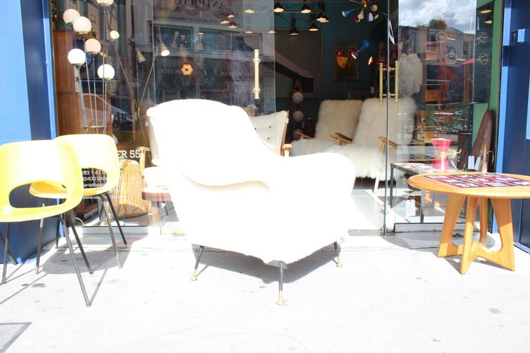Beautiful Reupholstered Pair of Italian Armchairs For Sale 1