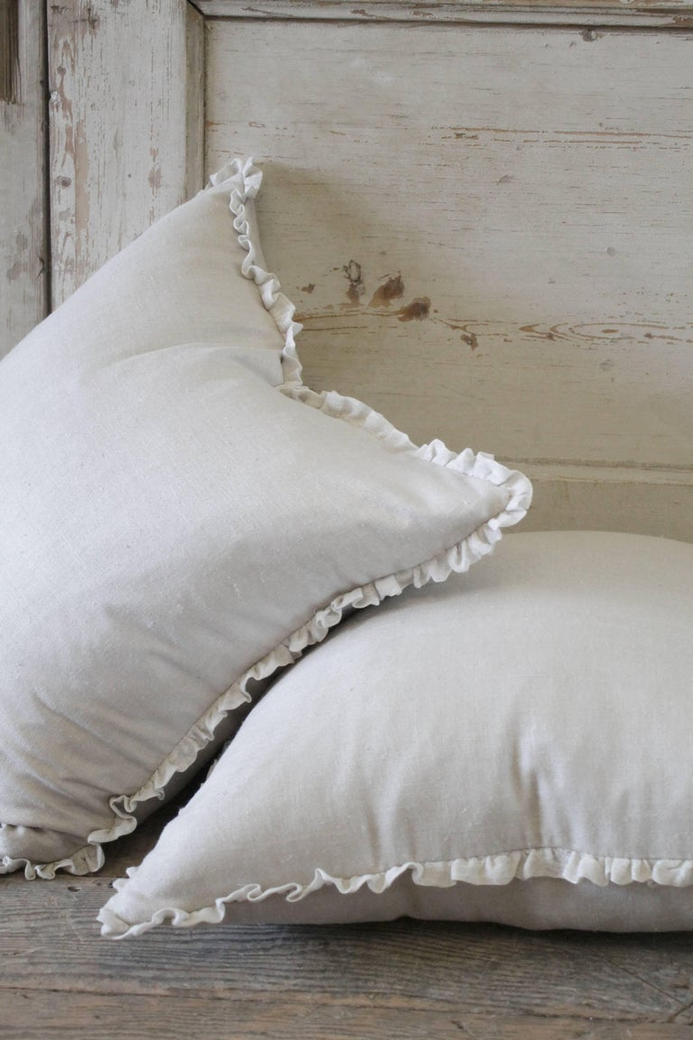 Silk and Linen Accent Pillows In Excellent Condition For Sale In Brea, CA