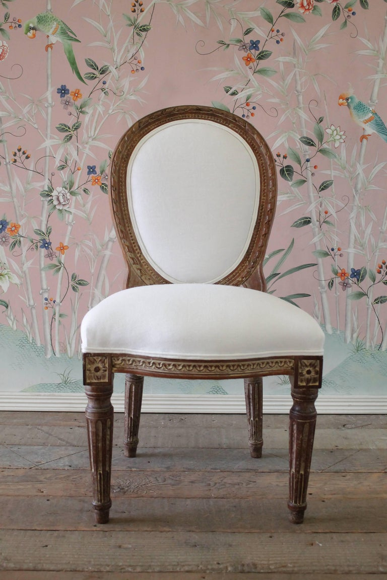 19th Century Antique Louis XVI Style Vanity Chair Upholstered in Belgian Linen For Sale 3