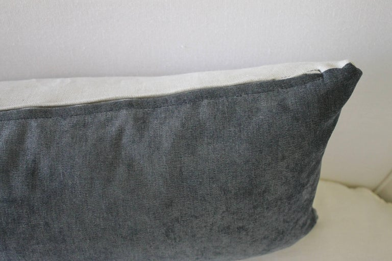 Velvet and Linen Accent Pillows In Excellent Condition For Sale In Brea, CA