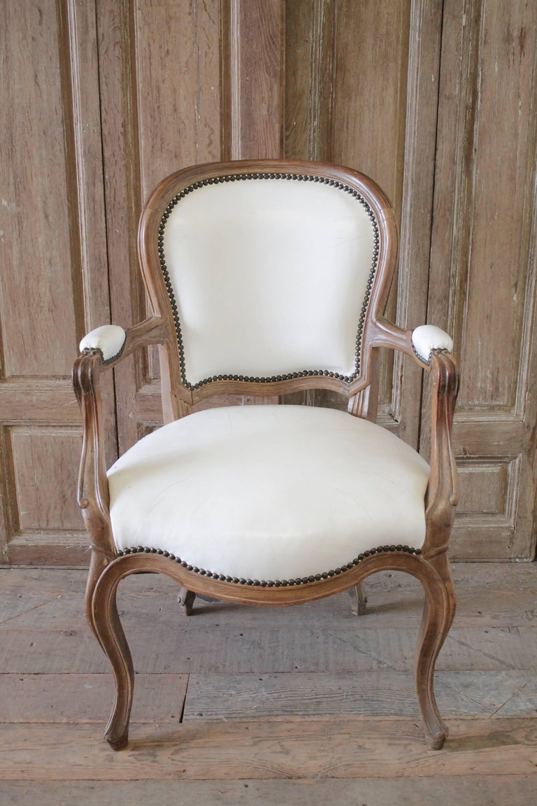 Set of Ten Early 20th Century Louis XV Style Dining Chairs in White Leather For Sale 4