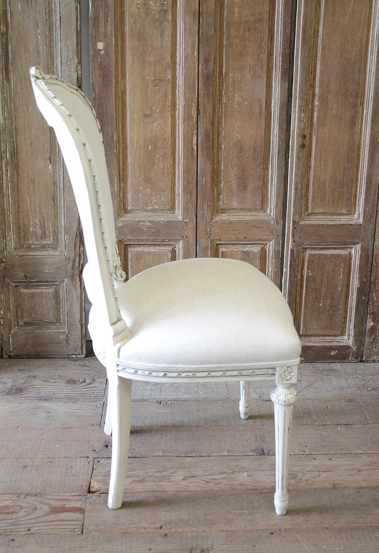 20th Century Louis XVI Style Painted Dining Chairs with Linen Upholstery For Sale 4