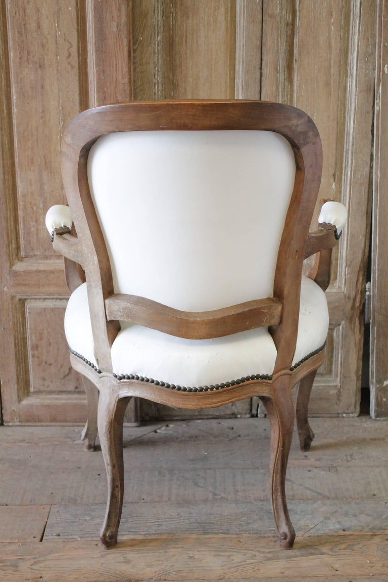 Set of Ten Early 20th Century Louis XV Style Dining Chairs in White Leather For Sale 11