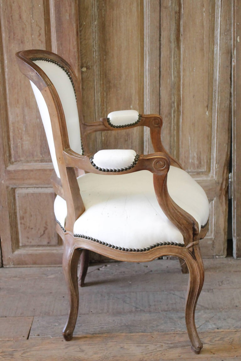 Set of Ten Early 20th Century Louis XV Style Dining Chairs in White Leather For Sale 12