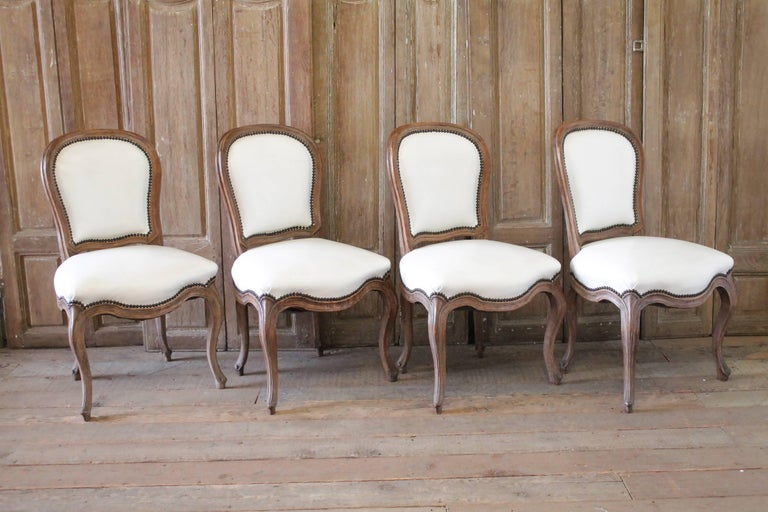 Set of Ten Early 20th Century Louis XV Style Dining Chairs in White Leather For Sale 7