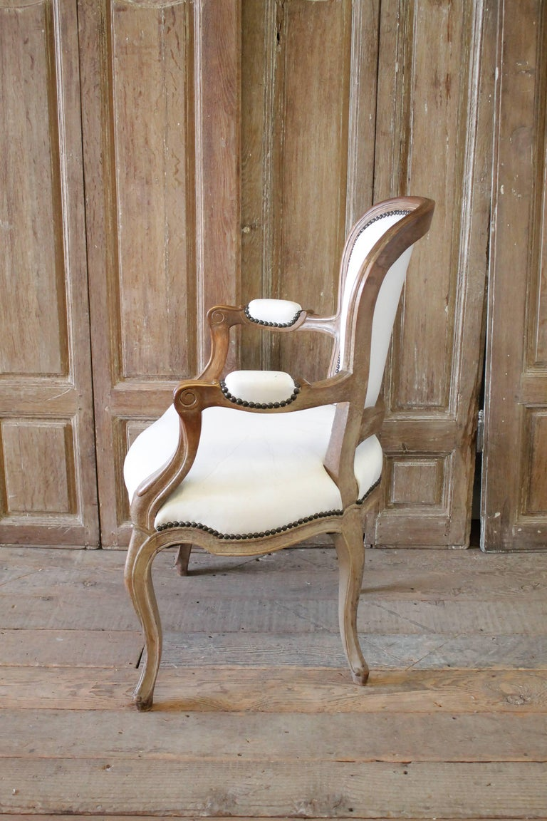 Set of Ten Early 20th Century Louis XV Style Dining Chairs in White Leather For Sale 10