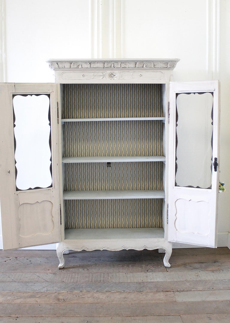 Early 19th Century Petite Painted Country French Cupboard For Sale 3