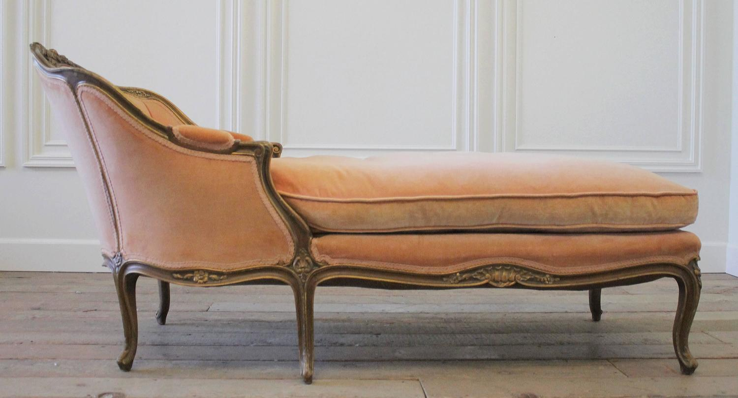19th century antique french louis xv style chaise longue in vintage velvet at 1stdibs. Black Bedroom Furniture Sets. Home Design Ideas