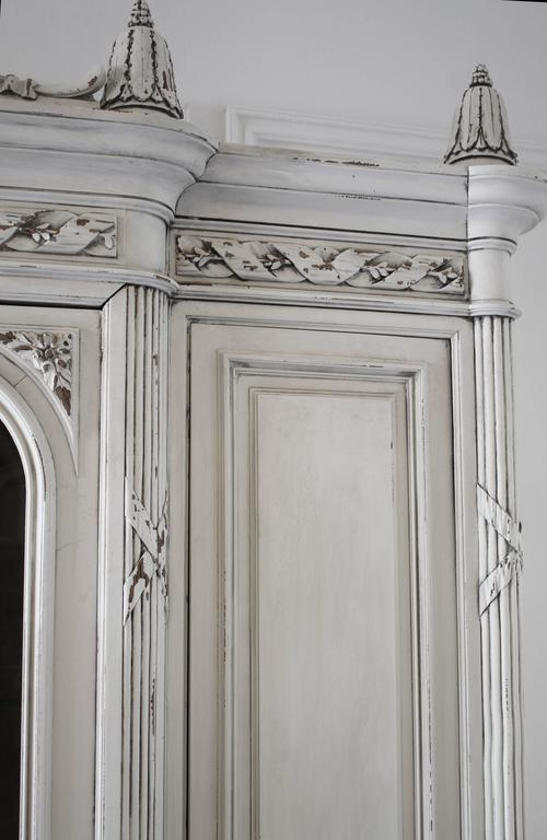 19th Century Painted Antique French Louis XV Style Armoire Display Cabinet 3 - 19th Century Painted Antique French Louis XV Style Armoire Display