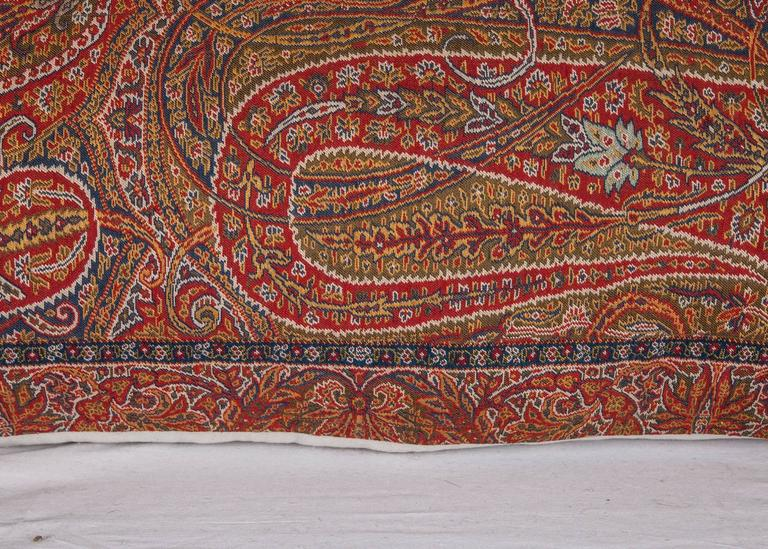 Early 19th Century Paisley Wool Pillow In Distressed Condition For Sale In Istanbul, TR