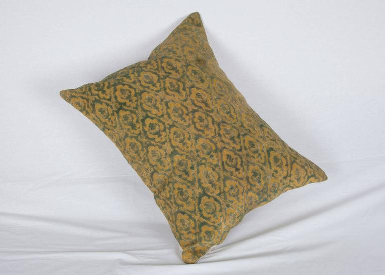 Early 20th Century Central Asian Cut Velvet pillow For Sale 2