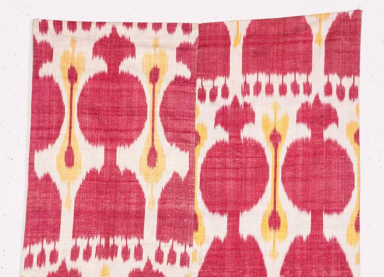 Late 19th Century Central Asian Uzbek Ikat Hanging In Good Condition For Sale In Istanbul, TR