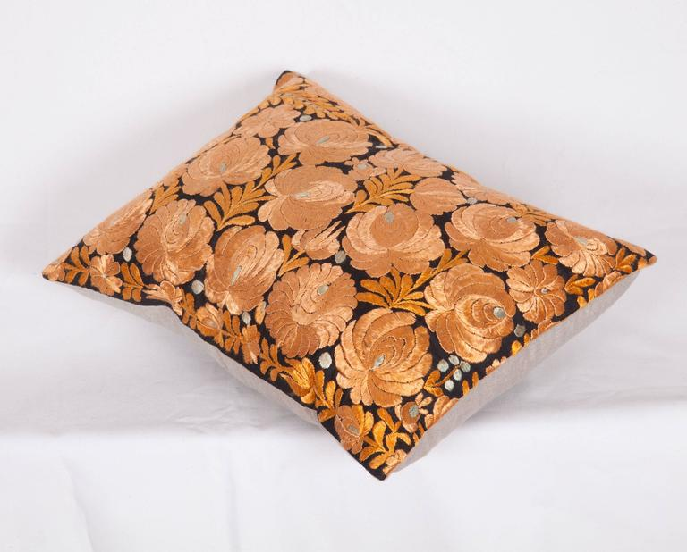 Antique Pillow Made Out of an Hungarian Matyo Embroidery In Good Condition For Sale In Istanbul, TR
