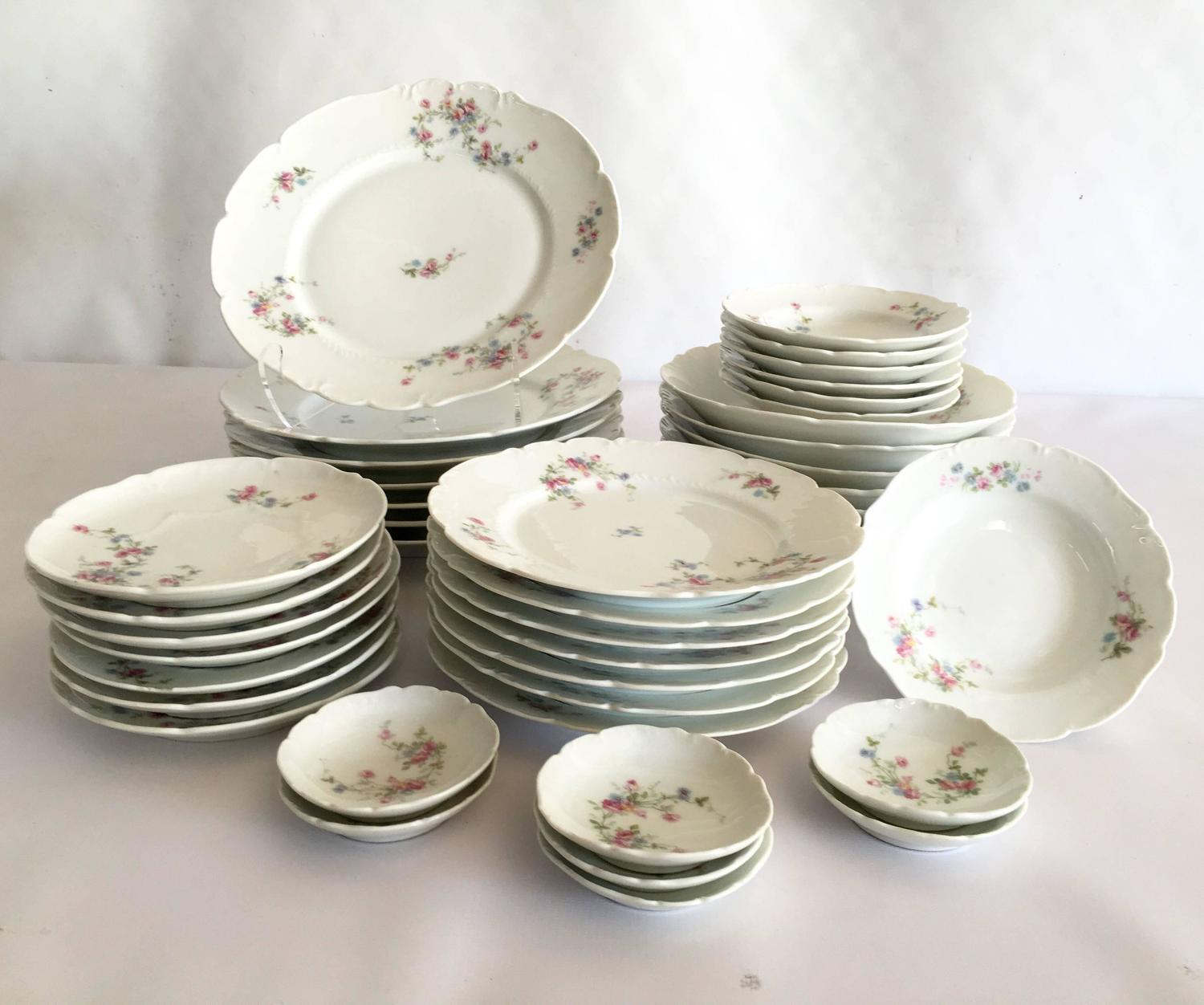 1920u0027S Limoge France 42 - Piece Set Of Dinnerware  Scattered Roses  at 1stdibs & 1920u0027S Limoge France 42 - Piece Set Of Dinnerware