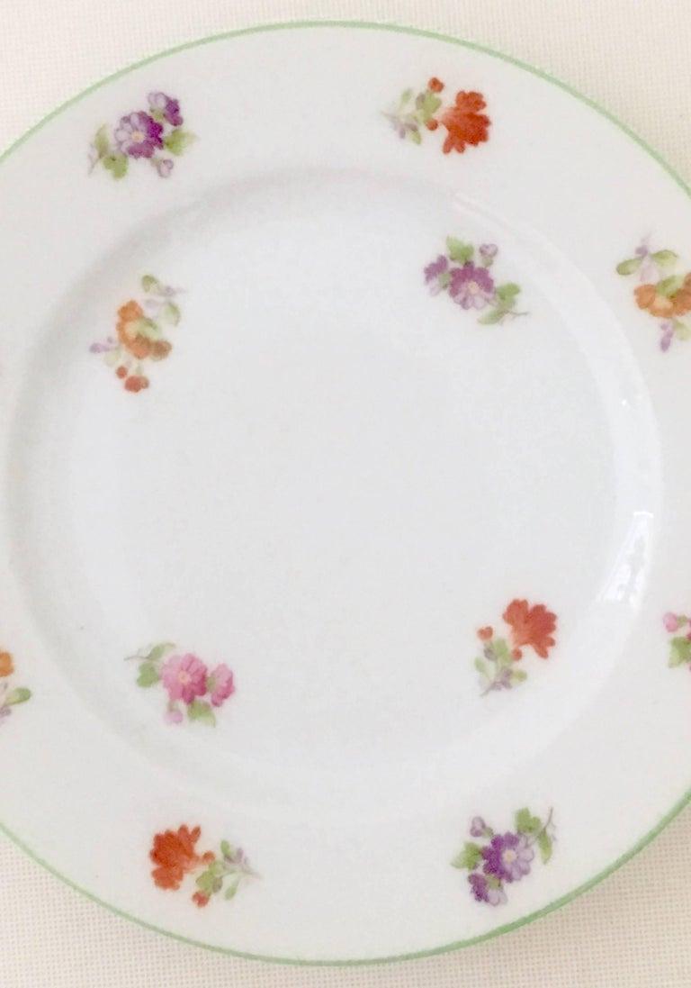 vintage japanese floral motif dinnerware set of 16 for sale at 1stdibs. Black Bedroom Furniture Sets. Home Design Ideas