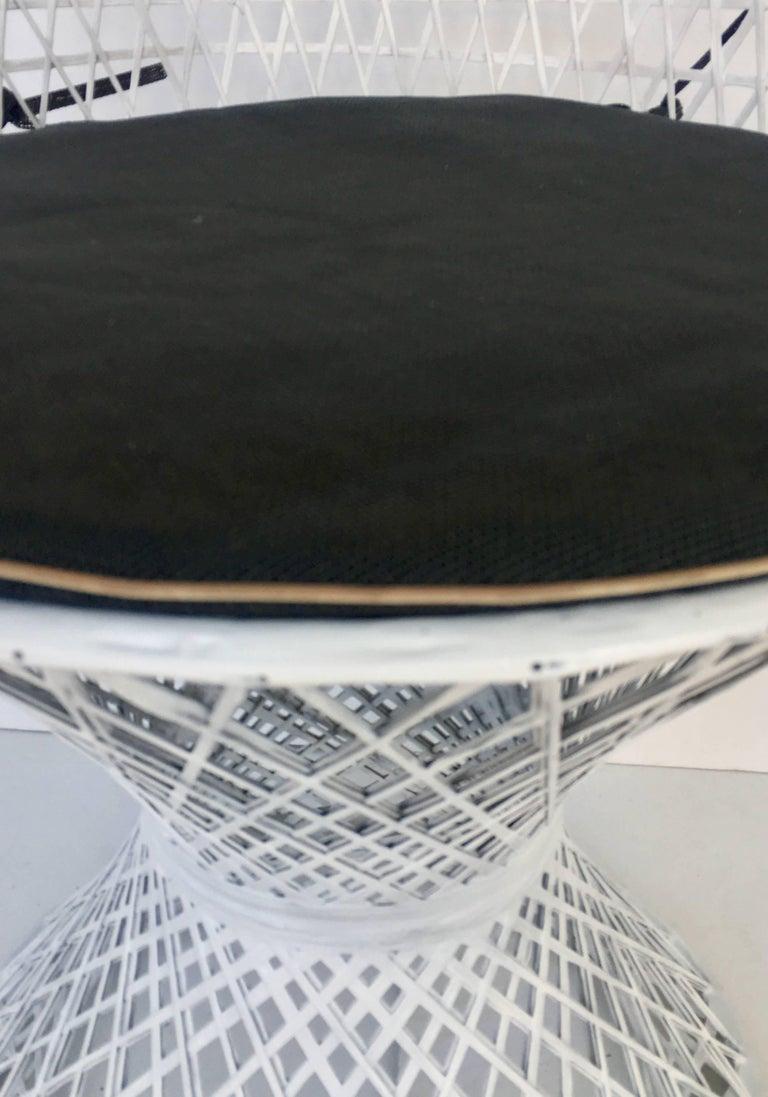 Mid-Century Modern Pair of Spun Fiberglass Slipper Chairs by Russell Woodard For Sale 2